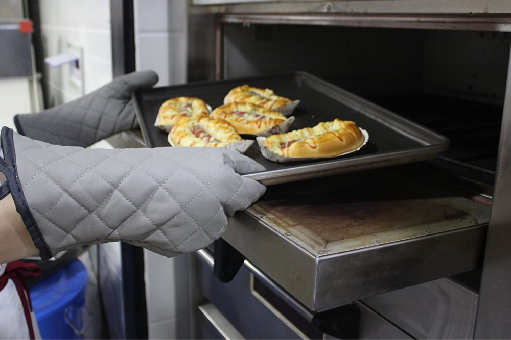 The Best Oven Mitts For Baking